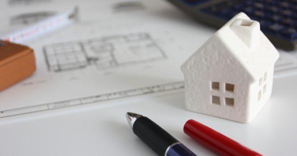 築古のアパートは売却するよりも建て替えた方が良いのか?
